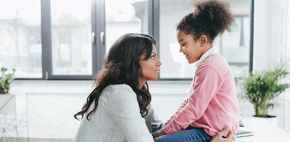 Πώς μιλάμε στα παιδιά και τους εφήβους για τον νέο κορονοϊό;